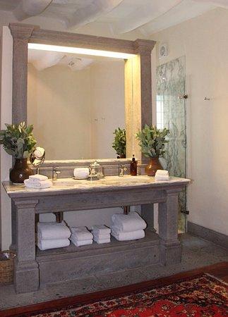 Inkaterra La Casona Relais & Chateaux: Banheiro da suite 1