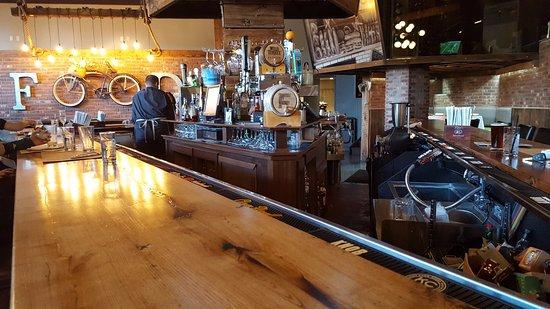 Farmington, Κονέκτικατ: Bar Counter