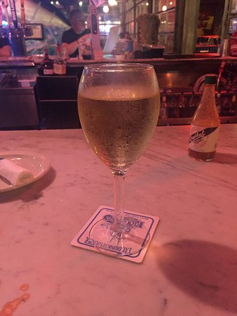 Flounder's Chowder House: A Glass of NZ Sauvignon Blanc