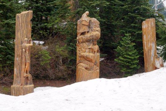 North Vancouver, Canadá: umas das muitas esculturas em madeira