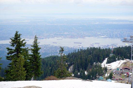 North Vancouver, Canada: Belíssima vista da cidade de Vancouver no topo, sempre nevado