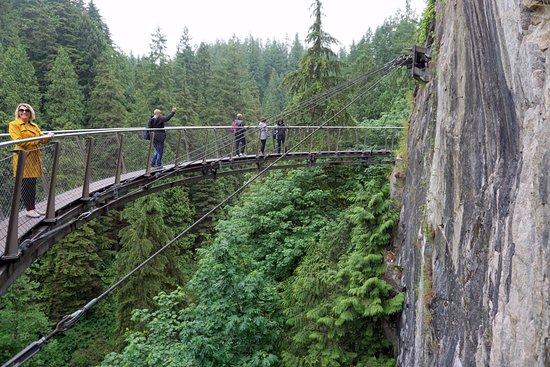 Βόρειο Βανκούβερ, Καναδάς: outra ponte encravada na rocha