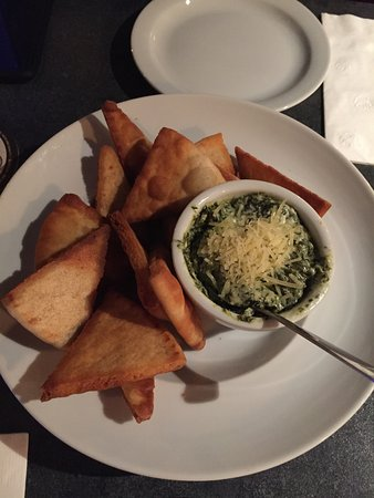 Amherstburg, Kanada: Spinach Dip with Deep Fried Pita Wadges