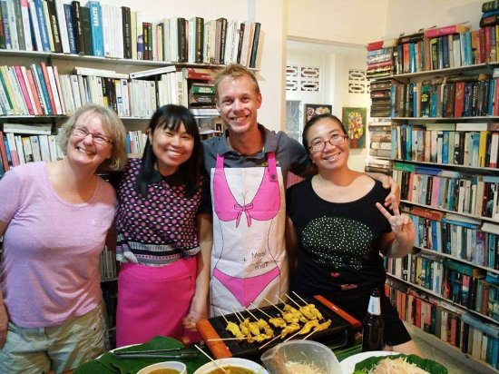 Wichit, Tajlandia: Thai cooking class @Used books cafe - Chicken Satay