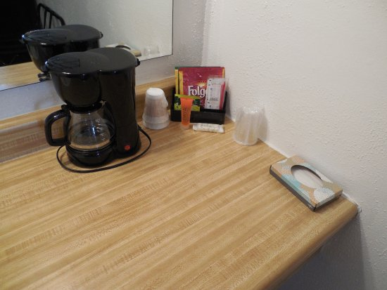 High Hill, MO: In-Room coffe and tea in every room