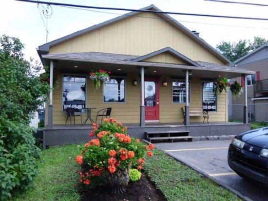 Mont Tremblant, Canada: Institut très bien situé sur la rue principale au Mont-Tremblant, près de la montée Ryan