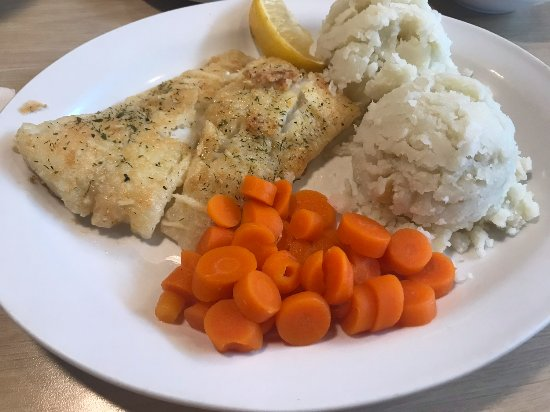 Deer Lake, Kanada: Pan Fried Cod with carrots and mashed potatoes