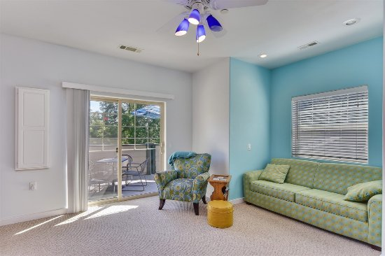 Fair Play, Καλιφόρνια: Laguna Suite sitting area & deck