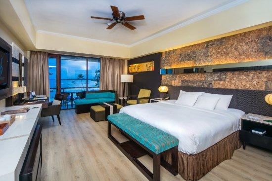 Deluxe Ocean View (King Bed)