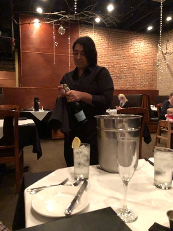 Bastrop, TX: Excellent and a very intimate place with good food, and attentive staff...