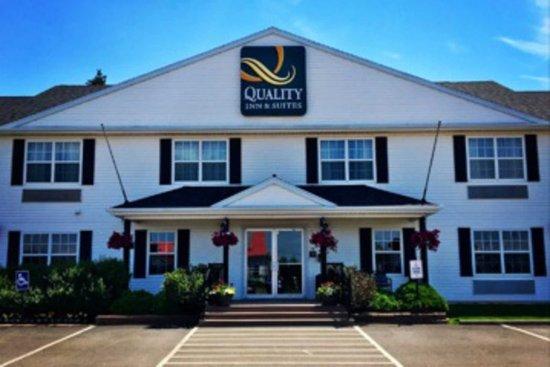 Cornwall, Canada: Hotel exterior
