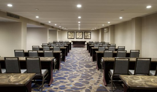 Parsippany, NJ: Classroom-Type Meeting Room