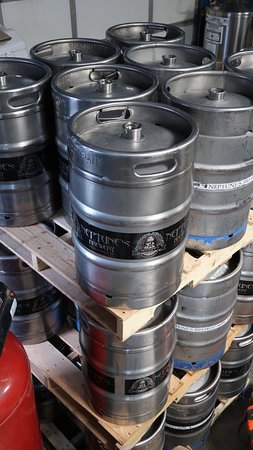 Livingston, Монтана: Beer Vessels! AKA Kegs.