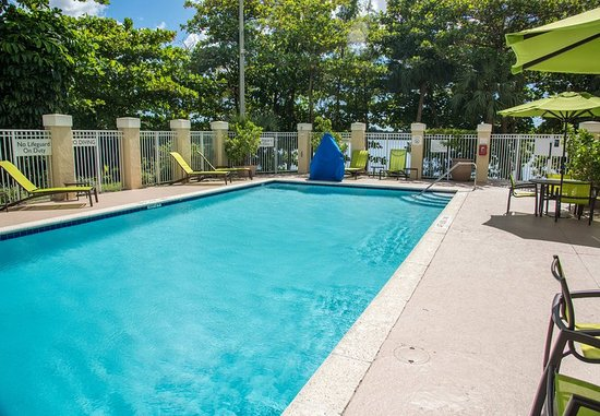 SpringHill Suites Miami Airport South : Outdoor Pool