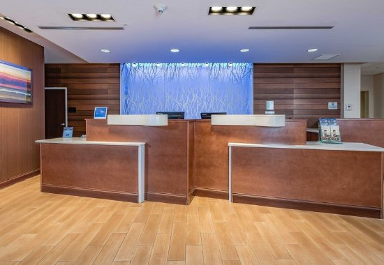 Elkhart, IN : Front Desk