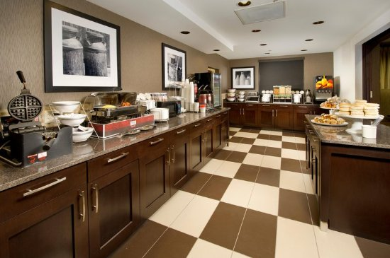 Hampton Inn Haverhill: Breakfast Area