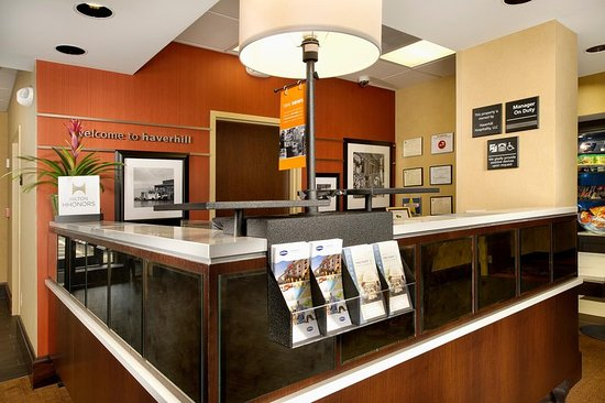 Hampton Inn Haverhill: Front Desk