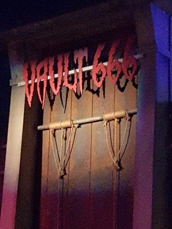 Santa Clarita, CA: Vault 666 - Spooky