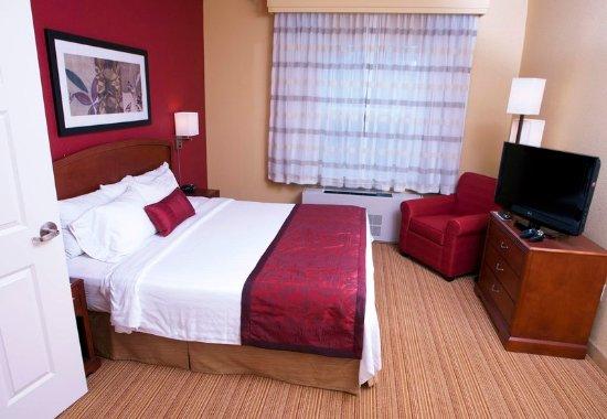 Middlebury, Вермонт: King Suite Bedroom