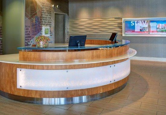 Saginaw, MI: Front Desk