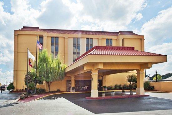 La Quinta Inn & Suites Memphis Airport Graceland: ExteriorView