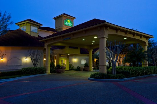 La Quinta Inn & Suites USF (Near Busch Gardens) : ExteriorView