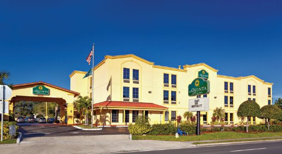 La Quinta Inn & Suites St. Petersburg Northeast: ExteriorView