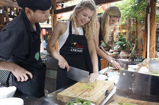 Half-Day Chengdu Courtyard Cooking Class with Local Spice Market Visit