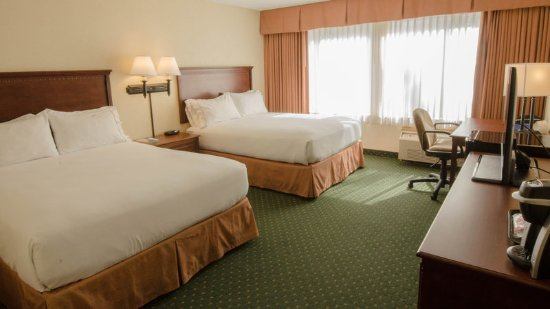 South Burlington, VT: Two Queen Bedded Room