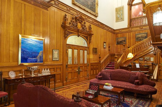 Llandderfel, UK: Pale Hall's main foyer