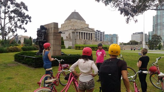 Freddy's Bike Tours: Shrine of Remembrance