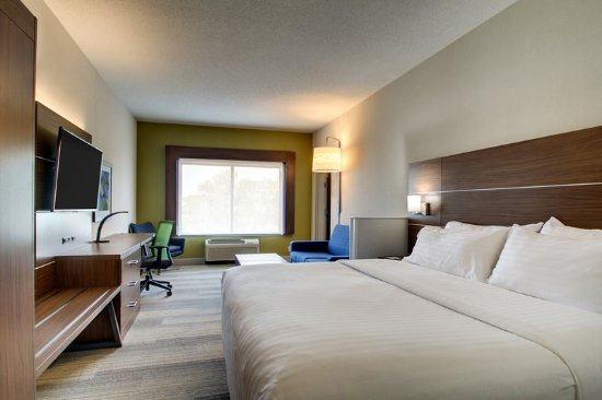 Aurora, IL: Bridal Suite with Hot Tub and Fireplace