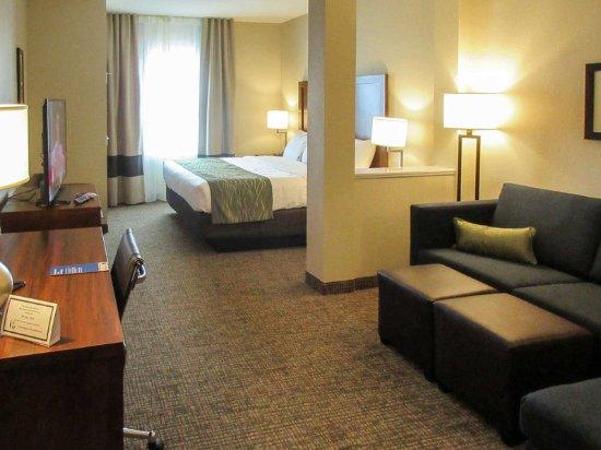 Edgewood, NM: King suite