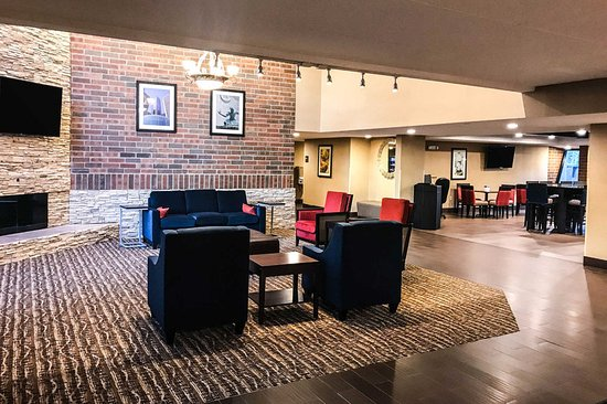 Comfort Inn Farmington Hills: Lobby with sitting area