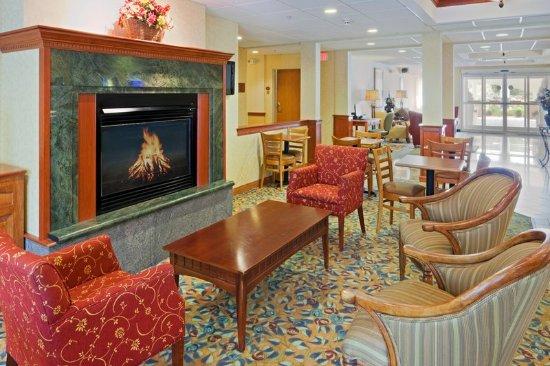 Hudson, MA: Breakfast Area