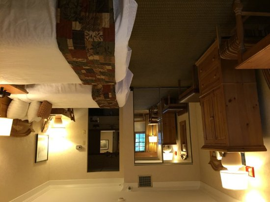 Ellicottville, NY: Two Double Beds With Front Patio
