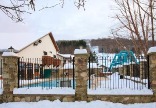 Ellicottville, NY: Inn Outdoor Pool And Chairlift