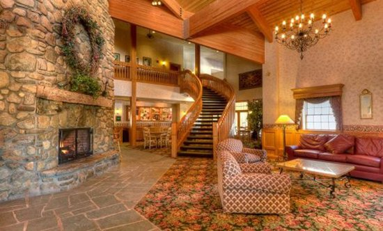 Ellicottville, NY: Cozy Lobby of Inn at Holiday Valley