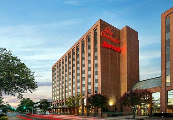 the lincoln marriott cornhusker hotel 114 1 3 9. Black Bedroom Furniture Sets. Home Design Ideas