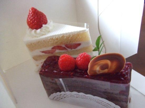 Hanyu, Japan: ショートケーキ400円とフランボワーズ390円