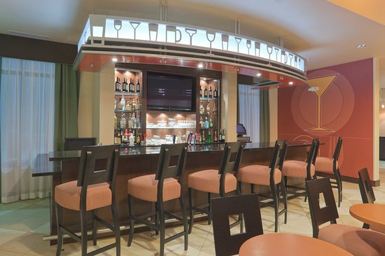 Jackson, MI: Bar and Lounge