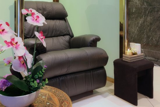 Makkah Millennium Towers: Reflexology Chairs