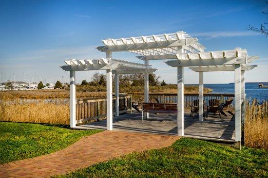 Exterior feature kuva holiday inn express kent island The kinder garden llc of kent island