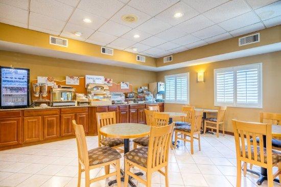 Grasonville, MD: Breakfast Bar