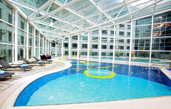 Regal Airport Hotel: Indoor Swimming Pool