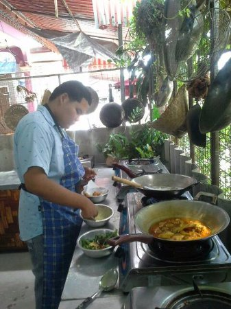 Rawai, Tailândia: Sour curry with fresh fish.