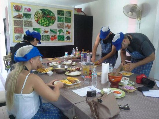 Rawai, Tailândia: Learn to cook authentic Thai food.