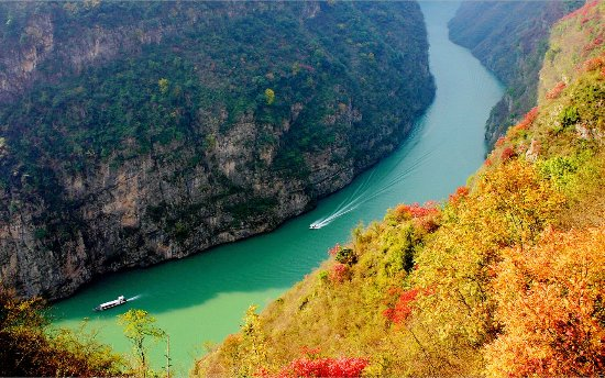 Century Cruises: The Wu Gorge View in Winter of the Yangtze Three Gorges