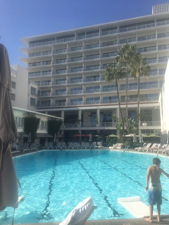 The Beverly Hilton: Hilton Poolside