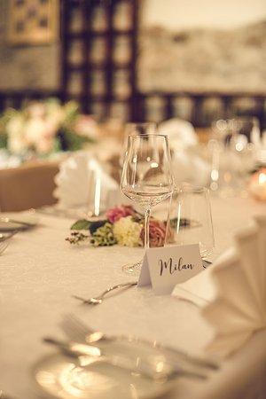 Wedding table decoration - Picture of Le Jardin, Cesky Krumlov ...